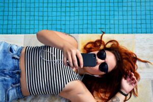 14 must-have smartphone accessories for Summer